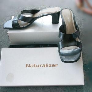 NWT Naturalizer Crescent Black Lea Slip on Heels